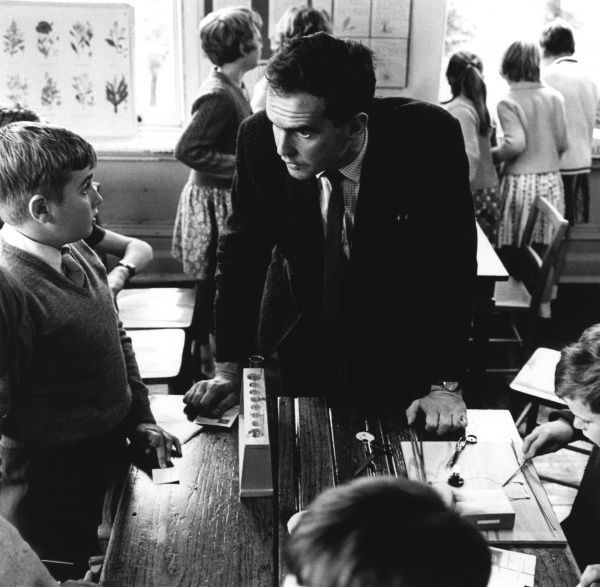 A male teacher tells off one of his pupils at NUFFIELD SCHOOL, KINGSWOOD, LONDON Date: 1960s