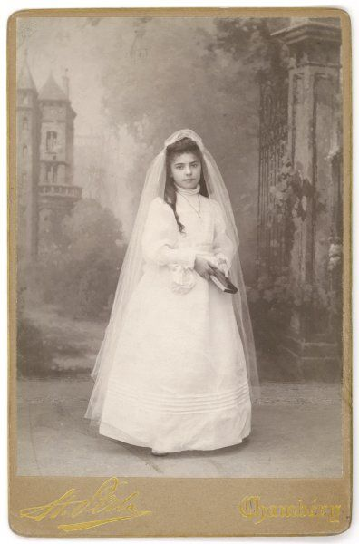 A French girl dressed for her first communion