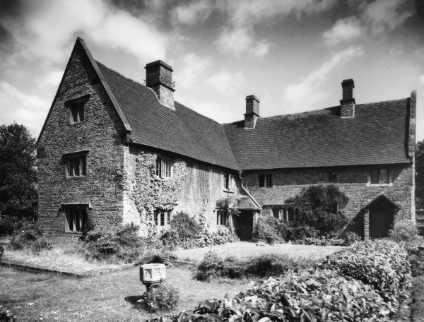 'Godfrees', an old farmhouse at Staverton, Northamtonshire, England. Date: 16th century