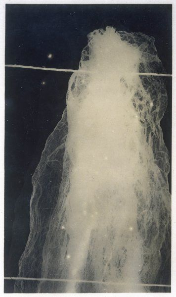 Shadowgraph of a portion of the 'ectoplasm' exuded by Goligher, showing its woven structure similar to that of a very thin fabric (photo 1 of 2)