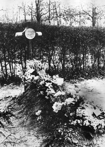 The first grave of Baron Manfred Albrecht Freiherr von Richthofen (1892-1918), also known as the Red Baron, legendary German fighter pilot during the First World War. Seen in winter, with flowers and snow. The location is Bertangles Cemetery