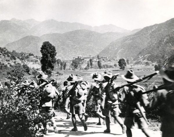 Troops of the 2/1st Gurkhas Division marching to Dharmsala for relief at Chitral, North West Frontier, India, during the First World War. Date: 1915