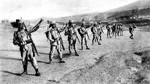 Hand grenades, the sling-method of throwing them used by Spanish troops