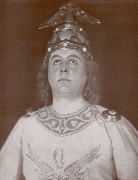 Hans Bohnhoff, tenor singer at the Stadttheater Duisburg, as Lohengrin, in a production of Richard Wagners opera of the same name