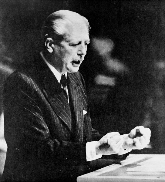 Photograph of (Maurice) Harold Macmillan speaking to the United Nations General Assembly, 29th September 1960