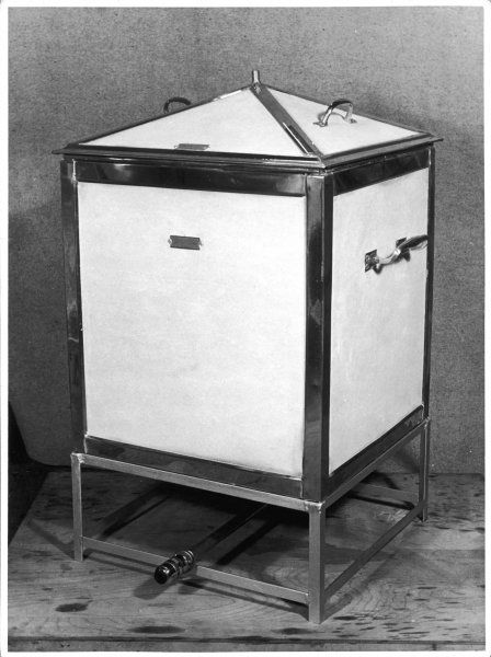 A modern ice box, an early type of fridge