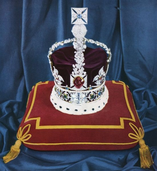 The only crown used at the coronation of Queen Victoria and that of Edward VII and worn by successive sovereigns on state occasions : the Imperial State Crown. Date: 1953