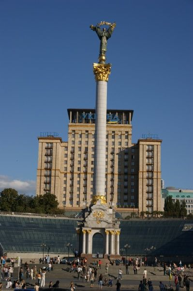 View of Independence Square (Maidan Nezalezhnosti) with the Independence Pillar towering above it, in Kiev, Ukraine. The Hotel Ukraine (Ukraina) can be seen in the background. Ukraine gained its independence from Russia in 1991