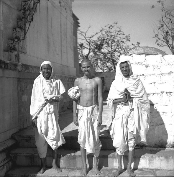 Three Indian men in white robes, in an unidentified area of India. Photograph by Ralph Ponsonby Watts