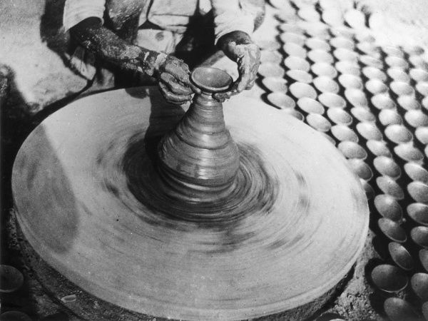 A potter's wheel, India. Date: 1930s