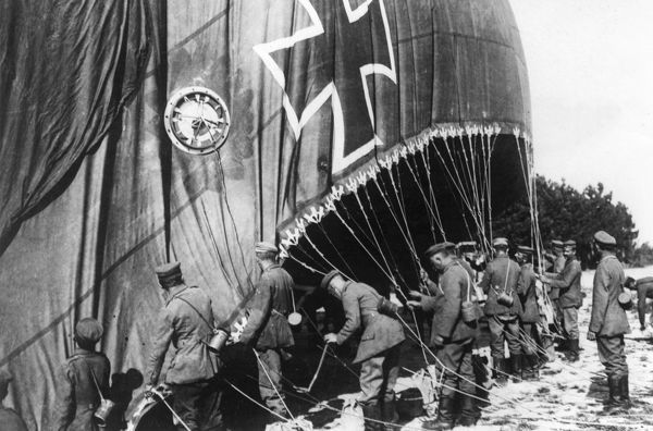 Men inflating a German observation balloon on the Western Front during the First World War. Date: 1914-1918