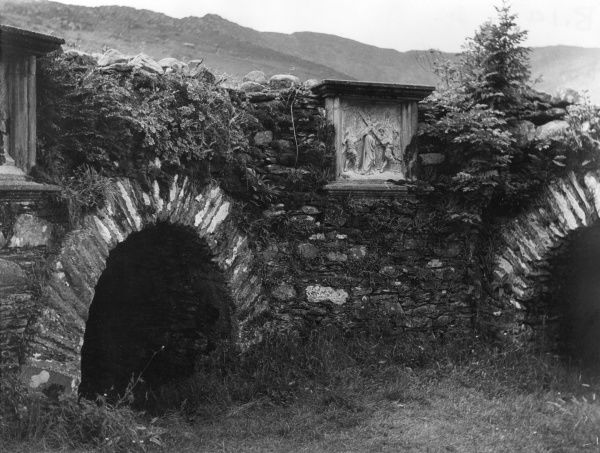 St. Fin Barre's Chapel, on an island in Gougane Barra Lake, County Cork, Ireland. At the end of the 16th century it was occupied by Fin Barre, the Patron Saint of Cork. Date: 16th century