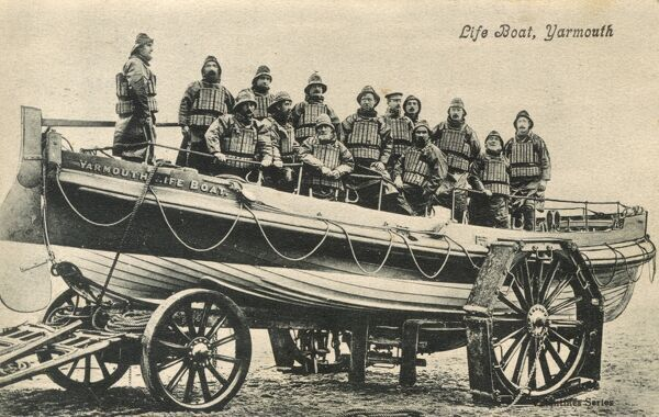 Isle of Wight - The Yarmouth Lifeboat Crew. The large wheels of the trailers are fitted with boards, preventing the wheels from digging into the soft sand of the beach. Date: circa 1910s