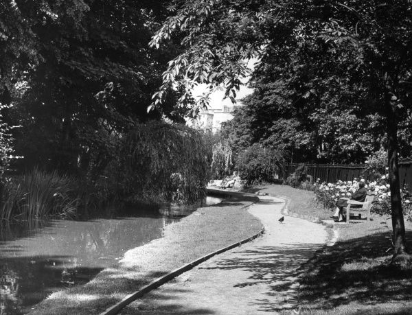 New River Walk, Islington, north London. Date: 1950s