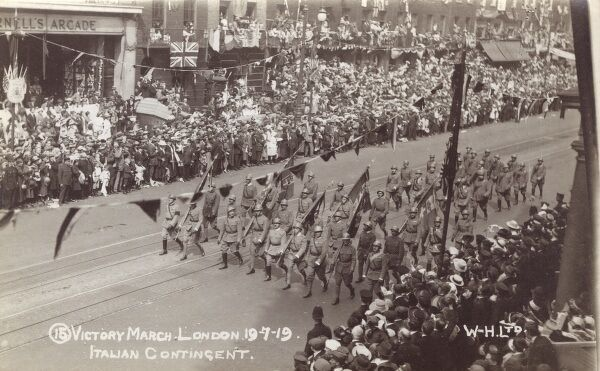 Victory Parade in London on 19th July 1919 - the march past of the Italian contingent Date: 1919