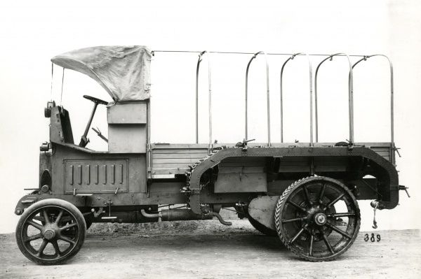 An Italian Fiat 30 prime mover lorry in use during the First World War for the transport of heavy artillery. Date: 1915