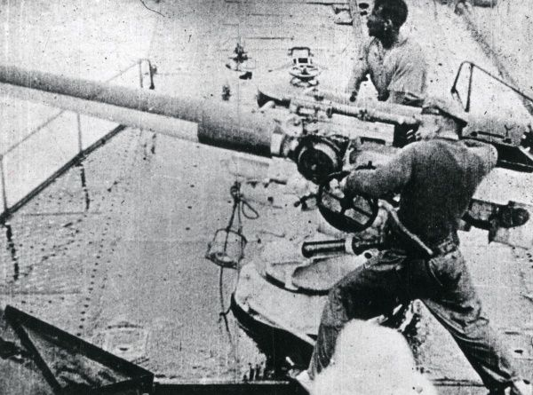 Italian naval guns in action during the First World War. Date: 1915-1918