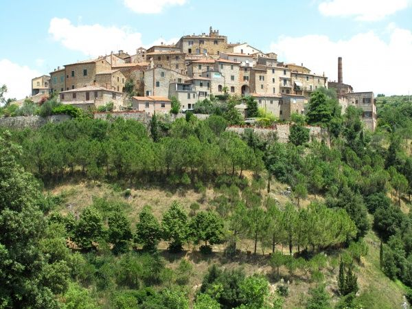 Italy, Tuscany, Province of Siena: Petroio, landscape, town view Date: 2010