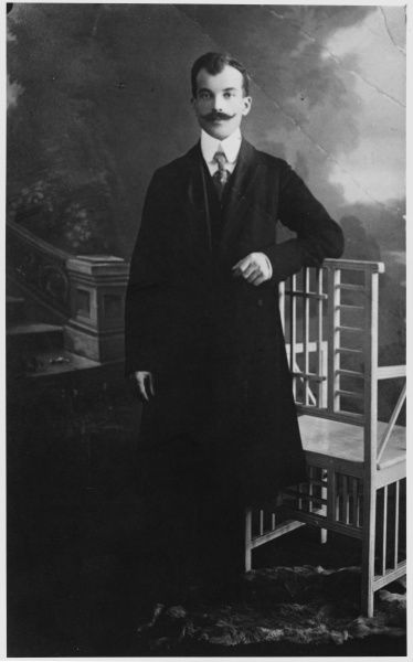 Polish materialisation medium whose skilful frauds deceived many reputable investigators. Harry Price in Warsaw, 1923, found him childishly deceitful