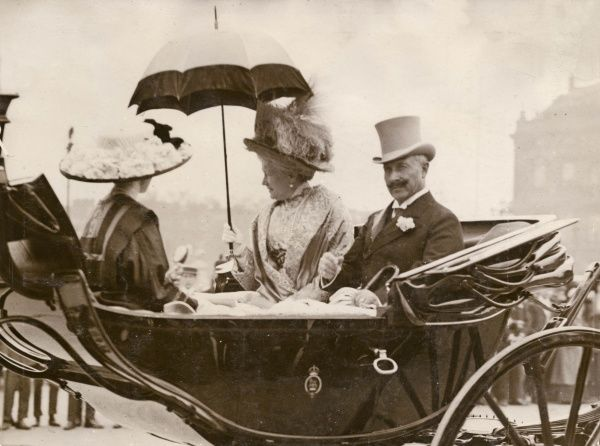 Kaiser Wilhelm II (1859-1941), with his wife the Empress Augusta Viktoria (1858-1921) and their daughter Princess Viktoria Luise (1892-1980), leaving Buckingham Palace while on a royal visit