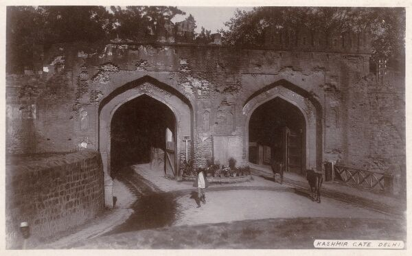 The Kashmir Gate, Delhi, India Date: circa 1930s