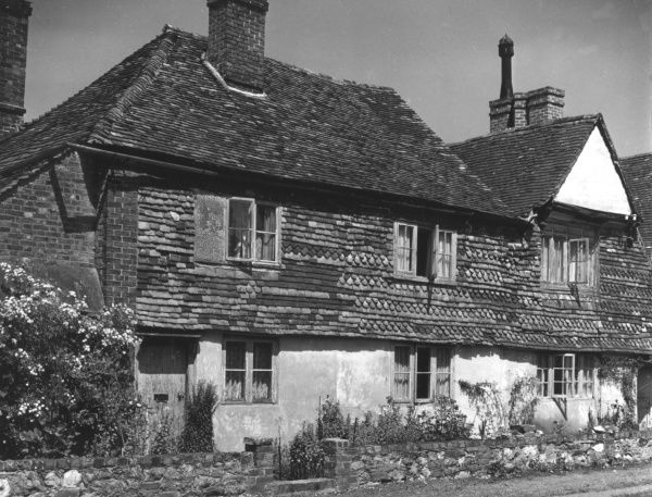 Traditional tile-hung cottages at Brasted, Kent, England. Date: 19th century