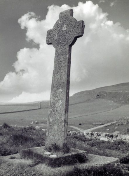The Cross of Kilchoman, an ancient cross on the Isle of Islay, the Hebrides, Scotland. For many years it was turned towards the sun during prayer, but this Pagan ritual stopped. Date: 1930s