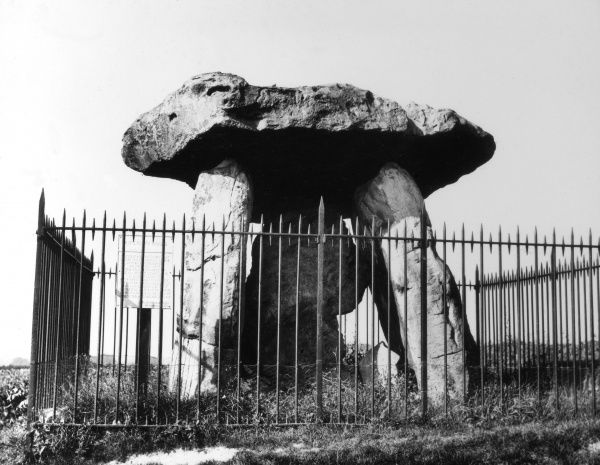 Kit's Coty House, a Neolithic chambered tomb on the A229 road from Maidstone to Rochester, Kent, England. Date: BC
