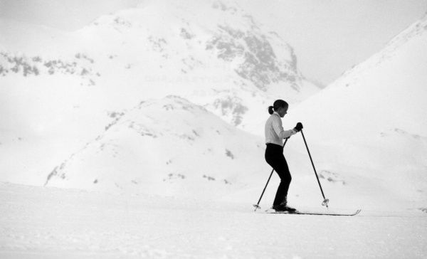 A young woman with a pony tail, learning to ski at a Swiss skiing resort. Date: 1960s