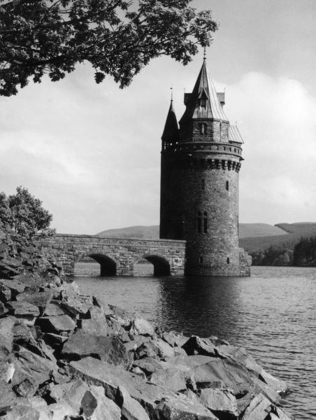 The Control Tower of the Great Dam of Lake Vyrnwy, Wales, started in 1881 to supply water to Liverpool and was offically opened in 1910. Date: 1950s