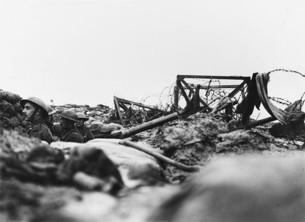 Lancashire fusiliers in a bay of a front trench showing a Lewis gun and wire. Opposite Messines near Ploegstreert Wood, Belgium during World War I in January 1917