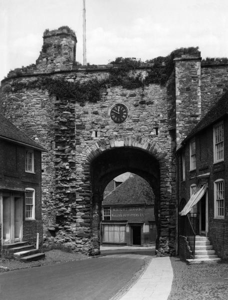 Built by King Edward III, the Land Gate is one of the many ancient structures that remain in the quaint old town of Rye, Sussex, England. Date: circa 1400