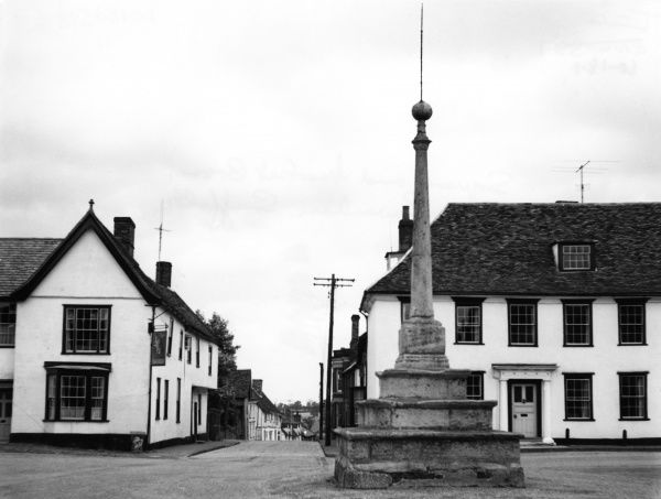The square and market cross in the historic town of Lavenham, Suffolk, England. Date: 1960s