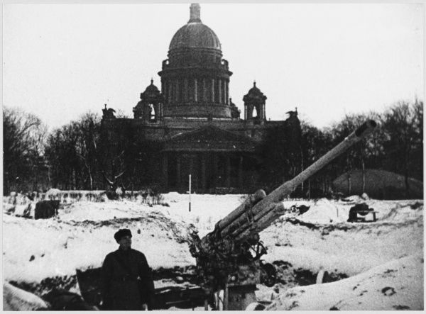 Anti-aircraft guns in front of Isakievsky Cathedral