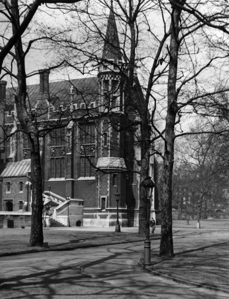 Lincoln's Inn, London, one of the four Inns of Court (the others being Middle Temple, Inner Temple and Gray's Inn), where English barristers are called to the Bar. Date: 1930s