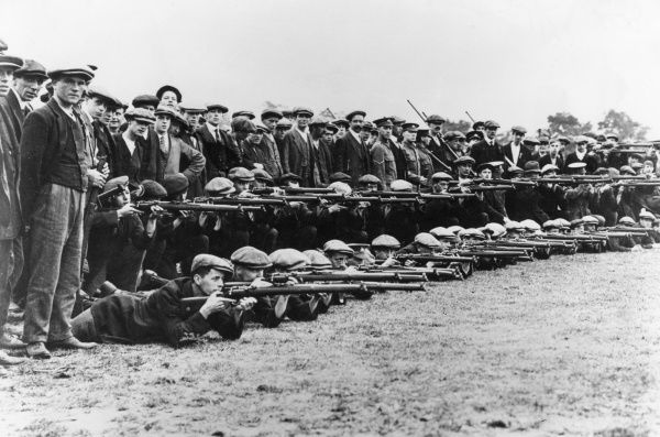 Lincolnshire Regiment recruits at rifle drill at the start of the First World War. Date: September 1914