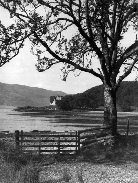 A view of the shores of Loch Fyne, with Castle Lachlan in the distance, Argyllshire, Scotland. Date: 1930s