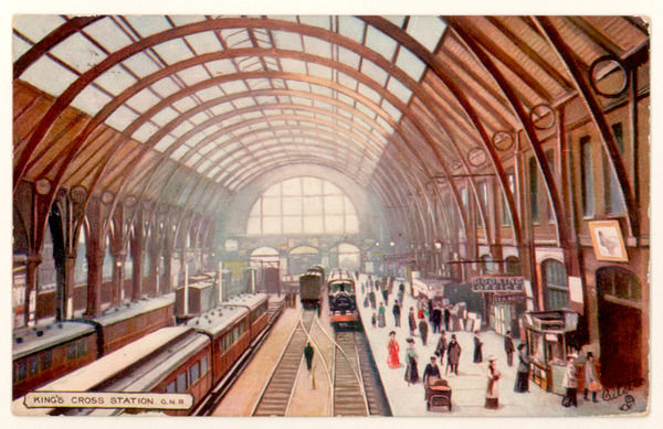 Interior of the Great Northern Railway's london terminus at King's Cross : porters and passengers on the platforms