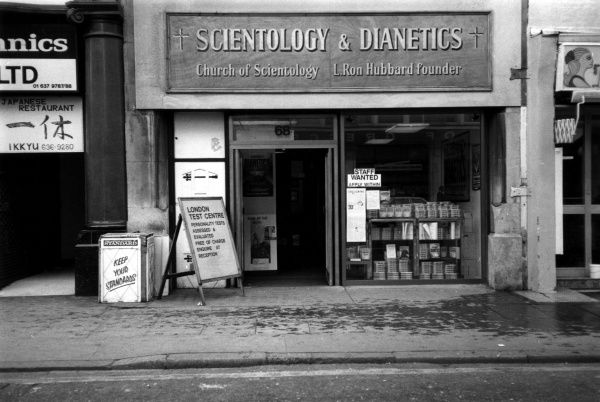 The Scientology and Dianetics shop of Tottenham Court Road, the London headquarters of the religious sect founded by L. Ron Hubbard in Camden, New Jersey, U.S.A., in 1953. Date: 1980s
