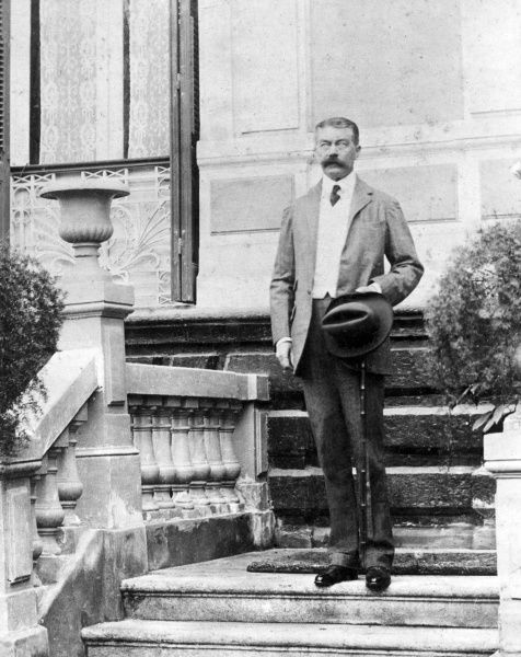 Lord Herbert Kitchener (1850-1916) in Cairo, Egypt, where he had just been appointed British Agent and Consul-General (de facto Viceroy). Date: circa 1910-1911