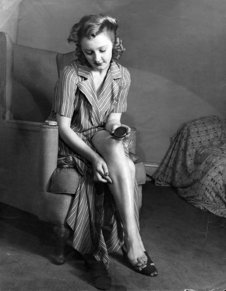 Model Esme Bankhead applies moisturising cream to her lovely legs. Date: 1940s