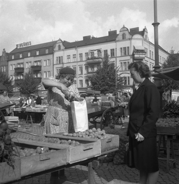 Trade at the market, Malmo, Sweden 1947. Date: 1947