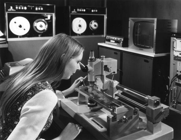 The Analytical Research Unit, Harwell, is a service for industry to identify and control impurities in industrial materials : Using a microdensitometer and computer Date: 1973