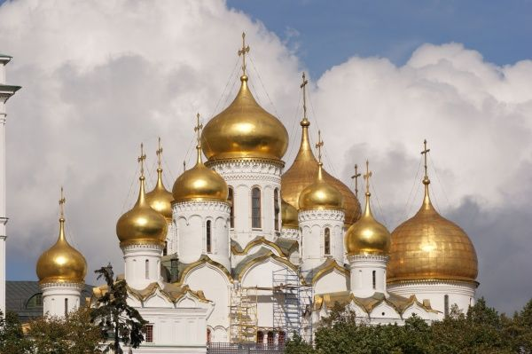 Moscow, Kremlin, Russia: from left - Annunciation Cathedral and part of the Ascension Cathedral Date: 2010
