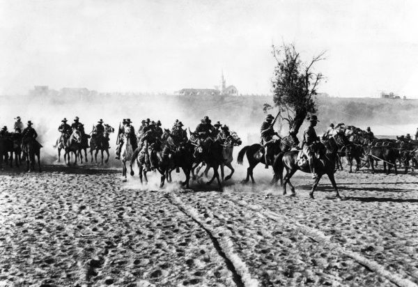 South African mounted troops near Upington on the Orange River frontier between German South West Africa (now Namibia) and South Africa, during the First World War. Date: circa 1915