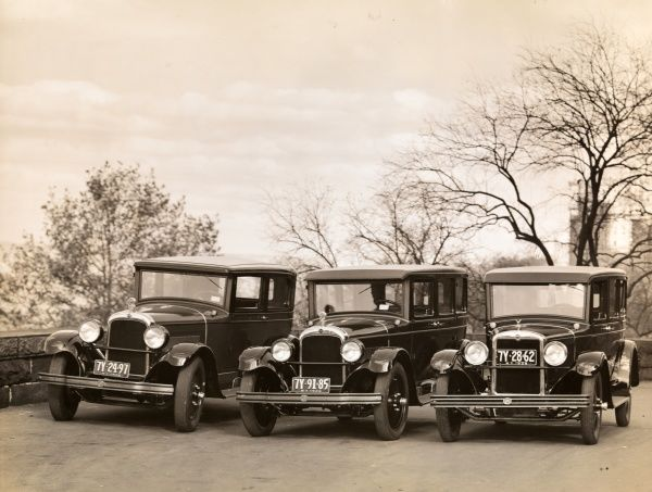 Warren. Nash Motor Corporation - Three automobiles, Advance, Special Light, front view