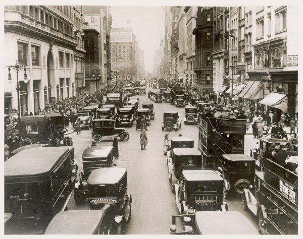 Street scene in Nashville Tennessee, with double-decker buses checkered cabs and even a horse-drawn wagon
