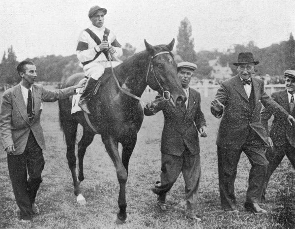 Leading in the winner of the Grand Prix de Paris, Nearco, ridden by Pietro Gubellini, and bred and trained by Federico Tesio. Nearco was unbeaten as a racehorse and was the patriarch of the most dominant sire line in Thoroughbred history