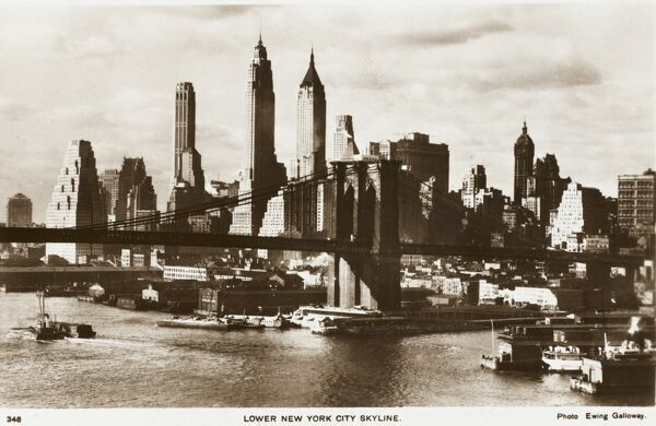 View across the East River toward the Brooklyn Bridge and the skyscrapers of Manhattan, New York