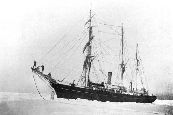 Shackleton's ship 'Nimrod' held up in the pack ice. Date: circa 1907